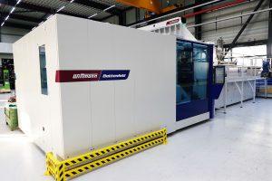 Die neue Spritzgießmaschine hat Aquatherm Ende 2018 in Betrieb genommen. (Bildquelle: alle Aquatherm)