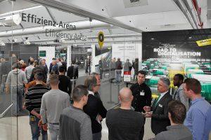In der Effizienz-Arena erhielten die Besucher an zwölf Stationen einen Überblick zu digitalen Bausteinen von Arburg. (Bildquell: Arburg)