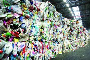 Seine Eingangsware bezieht das Recyclingunternehmen QCP aus den Gelbe-Sack-Sammlungen in Deutschland und dem Pendant dazu aus den Niederlanden (Bildquelle: QCP).