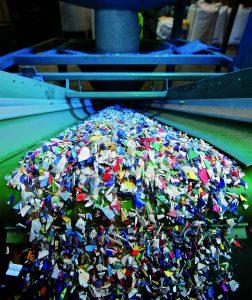 Die Aufbereitung von Kunststoff aus Post-Consumer-Mengenströmen erfordert besonderes Know-how, bietet aber weltweit weiterhin großes Potenzial. (Foto: mtm plastics)