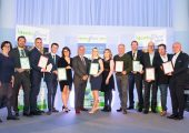 Die Gewinner und Finalisten mit Vertretern von Epro und Plastics Europe. (Bildquelle: Epro)