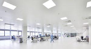 Pajunk entwickelt und produziert verschiedene Medizintechnikprodukte. Am Hauptsitz in Geisingen wurde ein neues Produktions- und Logistikzentrum mit einem Reinraum der GMP-Klasse D erbaut, der eine Fläche von 1.015 m2 umfasst. (Bildquelle: alle BC-Technology)