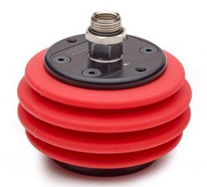 Das Kugelgelenk mit Saugnapf und Klemmung wird pneumatisch gesperrt oder entsperrt. Das patentierte Design bietet einen Drehpunkt sehr nahe an der Saugnapfebene, wodurch das Transportgut sicher fixiert wird.