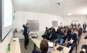 Professor und Autor José Ramón Lerma während eines Vortrags anlässlich der Eröffnung des Zentrums