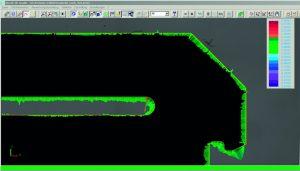 Überlagerung eines Rasterbildes mit DXF-Datei in Winwerth und farbcodierte Ab-weichungsdarstellung aus dem Konturvergleich. (Bildquelle: Werth)