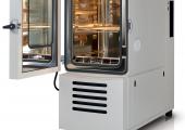 Der Premiumklimaschrank enthält das neue Kältemittel als Ersatz zu  R23. (Bildquelle: Weiss)