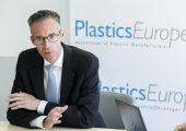 Dr. Michael Zobel, Vorsitzender Plastics Europe Deutschland, beim Wirtschaftspressegespräch 2019 in Wesseling. (Bildquelle: Plastics Europe)
