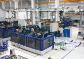 In der neuen Halle 3 von Kautex Maschinenbau werden kompakte Extrusionsblasformmaschinen montiert, geprüft und von Kunden abgenommen. (Bilder: alle Atlas Copco)