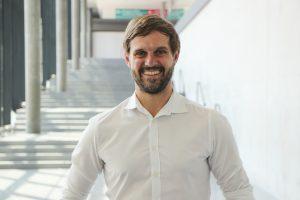 """MEX-Projektleiter Florian Niethammer fiebert der Eröffnung entgegen: """"Ich freue mich darauf, die spannenden Themen zu erleben, die den Werkzeugbau aktuell umtreiben."""" Bildquelle: alle Messe Stuttgart)"""