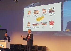 Hans-Jürgen Duensing, Mitglied des Vorstands der Conzinental AG, forderte eine Diät für den Fahrzeugbau zum Auftakt der diesjährigen PIAE in Mannheim. (Bildquelle: Dr. Etwina Gander/Redaktion Plastverarbeiter)
