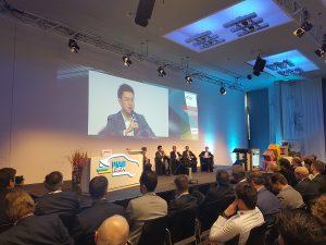 Die Teilnehmer der Posiumsdikussion zur erföffnung der PIAE erörterten, wie die europäische Automobilindsztie im Wettbewerb mit Chain standhalten kann. (Bildquelle: Dr. Etwina Gandert/Redaktion Plastverarbeiter)