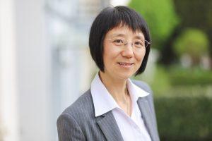 Dr. Fang Luan, IK-Referentin, freut sich über die praxisnahe Überarbeitung der DIN-Norm. (Bildquelle: IK)