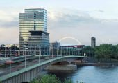 Der Chemiekonzern Lanxess steuert seine weltweiten Geschäfte vom Kölner Lanxess Tower aus. (Bildquelle: Lanxess)