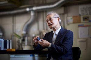 Dr. Akira Yoshino erfand die Lithium-Ionen-Batterie und entwickelte seine Idee kontinuierlich weiter. (Bildquelle: alle Asahi Kasei)