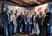 Die Referenten des 2. Fachforums Kältetechnik (v.l.n.r.): Stephan Sell (L&R Kältetechnik), Thomas Vehring (L&R Kältetechnik), Sven Kopp (Hammann), André & Sebastian Rüßmann (L&R Kältetechnik), Marcel Riethmüller (Ecogreen Energie), Martin Ugi (Cabero), Gregor Heiermann (Bauer Solutions), Harald Conrad (Westfalen), Michael Frye (L&R Kältetechnik). (Bildquelle: L&R)