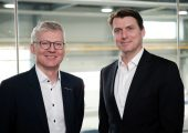 Manfred Hackl, CEO Erema Group (links) mit Günter Stephan, Head of Mechanical Recycling, Borealis Circular Economy Solutions, Borealis. (Bildquelle: Borealis)