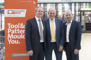 Sind mit dem Verlauf der dritten Moulding Expo zufrieden: Markus Heseding, Ulrich Kromer von Baerle und Jens Lüdtke (von links). (Bildquelle: Messe Stuttgart)