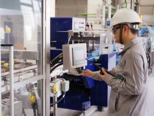 Mit der Inbetriebnahme einer neuen Produktionslinie für Siliconelastomere in Zhangjiagang, China, baut Wacker seine globalen Produktionskapazitäten für Festsiliconkautschuk aus. Insbesondere der regionale Markt kann dadurch schneller beliefert werden. (Foto: Wacker)