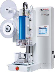 Ultraschallschweißmaschine zum gleichzeitigen Stanzen und Siegeln von Membranen als Druckausgleichselemente. (Bildquelle: Herrmann Ultraschalltechnik)