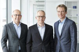 Der Kunststoffspezialist  wird jetzt von drei Geschäftsführern geleitet: (v.l.n.r.) Klaus Ensinger, Dr. Roland Reber, und Dr. Oliver Frey. (Bildquelle: Ensinger)