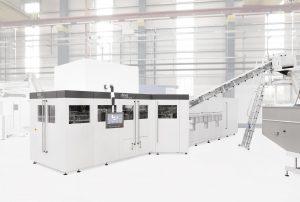 Mit der neuen Generation der Streckblasmaschine Inno-PET-Blomax Serie V sind die Voraussetzungen geschaffen, die Wertschöpfung entlang der Linie bei gleichzeitiger Ressourceneinsparung zu erhöhen. (Bildquelle: KHS-Gruppe)