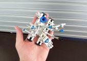 Zur Veranschaulichung der kleinen, kompakten Bauweise eine Roboterhand in einer Hand. (Bildquelle: ASS)