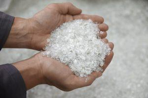 In zunehmenden Maße ist die Misch- und Dosiertechnik auch bei der Verarbeitung von Recyclingmaterial gefordert. (Bildquelle: Alpla)