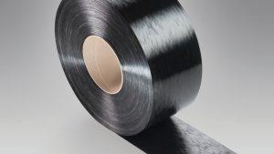 Ultratape B3EG12 UD 01 schwarz – ein vollständig mit Polyamid 6 imprägniertes, unidirektional endlosfaserverstärktes Tape mit 60 Gewichtsprozent Glasfasern. (Bildquelle: BASF)