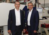 Christoph Schwinning, Geschäftsführer Kai Plastics, und Ralf Hüter, Vertriebsleiter Kai Plastics. (Bildquelle: Kai Plastics)