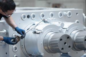 Um Produktionsengpässe bei vorhandenen Anlagen zu beseitigen, bietet der Hersteller für die neuen Schmelzepumpen auch alternative Gehäusekonstruktionen mit passenden Schnittstellen zu älteren Pumpengenerationen an. (Bildquelle: Maag)