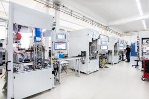 Mit hochautomatisierten Zellen lassen sich Disposals millionenfach in hoher Qualität fertigen. (Bildquelle: Kistler Gruppe)