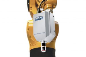 Das Messgerät als mobiler Messkopf am Roboterarm (Bildquelle: Krüss)