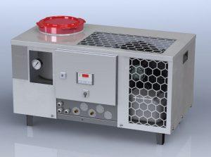 Der Temperier-Systemkühler ist für die Kunststoffindustrie entwickelt worden und vereint autarke Kälte und Wärme in einem kompakten Gerät. (Bildquelle: ERS)
