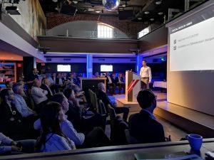 Andreas Reinthaler, CEO von Digital Moulds, bei seinem Vortrag auf dem Fachsymposium (Bildquelle: Ralf Mayer/Redaktion Plastverarbeiter)