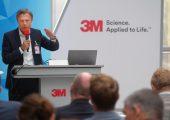 Dr. Axel Tuchlenski, Head of Global Product & Application Development bei der LANXESS Deutschland GmbH und im Vorstand von kunststoffland NRW zuständig für das Thema Leichtbau, führte durch die Veranstaltung. (Bildquelle: Kunststoffland NRW)