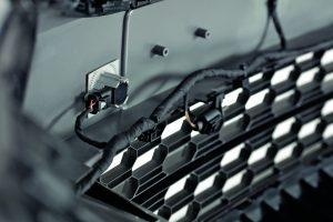 Die Hersteller kraftstoffeffizienter Fahrzeuge schätzen das Schweißen mit Ultraschall beispielsweise bei Leichtbau-Stoßfängern.