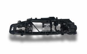 Ein Lagerbügel, wie ihn Witte Automotive im Werk Nejdek mit einer Stückzahl von 5 Mio. Teilen pro Jahr auf mehreren Spritzgussmaschinen herstellt. (Bildquelle: Witte Automotive)