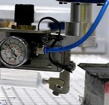 Das Versiegelungsaggregat ist mit einem piezo-gesteuerten Mikrodosiersystem ausgestattet, damit oversprayfrei gearbeitet werden kann. (Bildquelle: Fraunhofer IPA)
