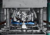 Für die rationelle Herstellung von Molded Interconnect Devices wurden neue Filamente entwickelt. Die thermoplastischen Hochleistungscompounds werden für die Herstellung von spritzgegossenen Schaltungsträgern eingesetzt, bei denen die Leiterbahnen durch Laser‐Direktstrukturierung und anschließende Metallisierung aufgebracht werden. Als Matrixpolymere fungieren PEEK oder LCP. (Bildquelle: Ensinger)