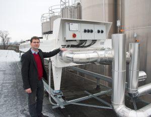 Dr.-Ing. Norbert Feck mit dem neuen Freikühler