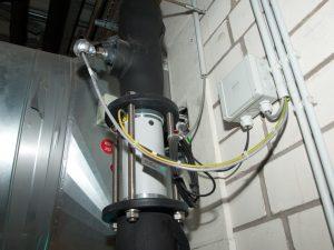Durchflussmesser mit Temperaturfühlern erfassen die Kaltwassermengen und sind über den Modbus mit der Visualisierung verbunden.
