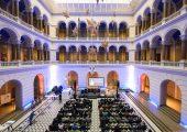 Der Rohstoffgipfel fand bereits zum dritten Mal im Lichthof der Technischen Universität Berlin statt. (Bildquelle: Covestro)
