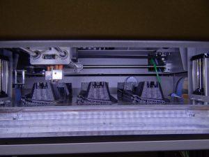 Mit 5 FDM-Drucker werden Haltelaschen und Verbindungselemente hergestellt. (Bildquelle: Simone Fischer/Redaktion Plastverarbeiter)