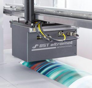Hier lässt sich die Inline- Spektralfarbmessung noch einfacher einrichten und Daten werden bereits in Druckvorstufe, Produktionsplanung oder Qualitätsmanagement aufbereitet. (Bildquelle: BST)