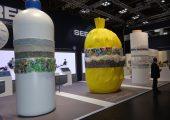PET-Flaschen, Post-Consumer-Abfälle und Kunststofffolien sind als Werkstoffe im Kreislauf zu führen. (Bildquelle: Simone Fischer/Redaktion Plastverarbeiter)