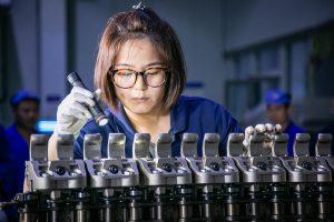 Markeneigentümer fordern die Folienhersteller auf, Folien mit verbesserten Funktionalitäten zu geringeren Kosten herzustellen und gleichzeitig auch den steigenden Anforderungen der Kreislaufwirtschaft bei Kunststoffen gerecht zu werden. (Bildquelle: Brückner)