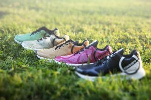 Die Sneaker sind aus einem einzigen Material, TPU, hergestellt, so dass sein kompliziertes Trennen der Werkstoffe für ein sortenreines Recycling entfällt. (Bildquelle: Covestro)