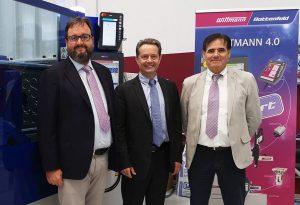 Gianmarco Braga, der zum 1. Januar 2020 Geschäftsführer von Wittmann Battenfeld Italia wird, mit Michael Wittmann und Luciano Arreghini (von links). (Bildquelle: Wittmann Battenfeld)