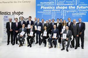 Die Preisträger mit ihren Betreuern und den Stiftern der WAK-Preise (Bildquelle: Plastics-Europe Deutschland)