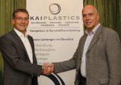 Freuen sich über die zum 1. Dezember 2019 vollzogene Akquisition: Christoph Schwinning (links), Geschäftsführer der Kai Plastics und Frank Beuter. (Bildquelle: Kai Plastics)